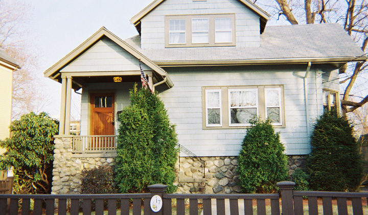 http://www.schpainting.com/before-after-images/ma/melrose-mass/17-Cottage-Street/001.jpg